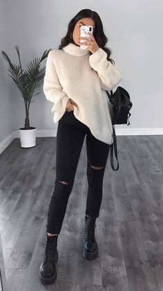 Winter outfits going out - winteroutfits ausgehen - tenues d'hiver sortant - trajes de invierno saliendo - winter outfits casual, winter outfits cold, winter outfits for teen…More Trendy Fall Outfits, Fashion Mode, Cute Casual Outfits, Casual Winter Outfits, Winter Fashion Outfits, Look Fashion, Stylish Outfits, Winter Outfits For Teen Girls Cold, Spring Outfits