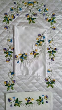 Seccade takimi Punch Needle, Embroidery Designs, Sewing, Decoration, Inspiration, Hand Embroidery, Bohemia, Ribbons, Flowers