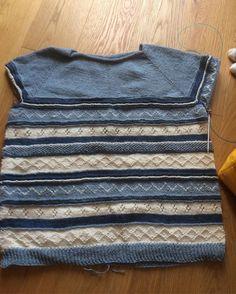 J'attaque les manches ... Petit pull mi coton mi laine #tricot #tricoter #knit #knitting #knitstagram #knittingaddict un bout de chat se cache sur cette photo...  by chalipette