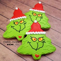 Grinch cookies from a Christmas Tree Cookie cutter! Grinch cookies from a Christmas Tree Cookie cutter! Grinch Christmas Party, Christmas Tree Cookies, Iced Cookies, Christmas Goodies, Holiday Cookies, Christmas Treats, Grinch Party, Grinch Cake, Grinch Cookies