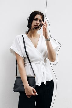Trend pyjama dressing for newcomer in a lighter version. It's a clean and minimal black and white outfit with ASOS, SHEIN, VAGABOND, HIELEVEN, HENRY WATCHES