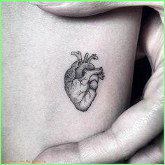 minimalist line tattoos Mini Tattoos, Body Art Tattoos, Small Tattoos, Cool Tattoos, Tatoos, Delicate Tattoo, Subtle Tattoos, Herz Tattoo Klein, Paris Tattoo