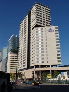 Las fachadas del edificio Hotel Hilton de Barcelona son fachadas ventiladas de Sistema Masa. El sistema de sujeción empleado fue el PF-ALU/PL.