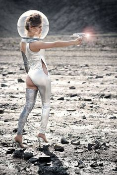 God knows why she has to have a bum cheek out but never mind. Arte Sci Fi, Sci Fi Art, Science Fiction Art, Pulp Fiction, Atomic Punk, Space Fashion, Space Girl, Space Age, Barbarella