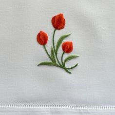 Handkerchief Embroidery, Embroidery Flowers Pattern, Embroidery Works, Simple Embroidery, Silk Ribbon Embroidery, Free Machine Embroidery, Hand Embroidery Designs, Embroidery Stitches, Floral Bedspread
