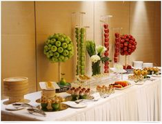 Plan an apple themed coffee break, complete with fresh apple desserts, that will inspire guests and keep them energized. Hotel Breakfast, Breakfast Buffet, Dessert Buffet, Breakfast Ideas, Buffets, Buffet Set Up, Bagel Bar, Hotel Buffet, Restaurant Concept