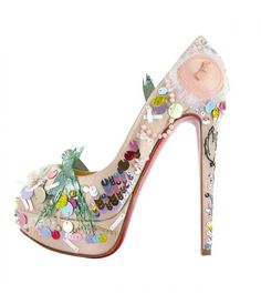 http://www.bagshoes.net/img/Christian-Louboutin-Shoes-and.jpg adresinden görsel.
