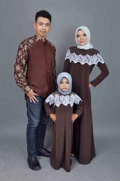 Couple Batik Fashion, Hijab Fashion, Diy Fashion, Fashion Dresses, Womens Fashion, Kebaya Dress, Hijab Dress, Family Outfits, Girl Outfits