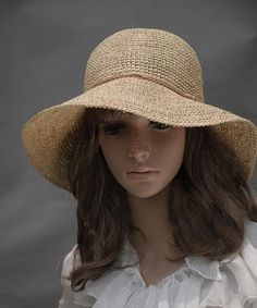 This handmade sun hat is stylish and adorable. .It is grace , perfect for wearing with skirt.    I crocheted it with roya raffia yarn ——The yarn is