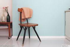 tapiovaara,maalattu lattia,pastelliväri,turkoosi,tuoli