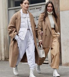 C'est un recap de ma fashion week mouvementée e… Beige Outfit, Mode Outfits, Fashion Outfits, Womens Fashion, Fashion Trends, Casual Outfits, Fashion Bloggers, Fashion Tips, Spring Fashion