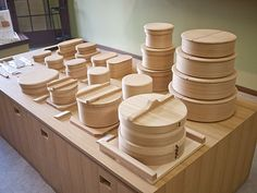 Great bento box makers: Shibata Yoshinobu Shoten in Odate, Akita, Japan Lunch Box Containers, Wooden Containers, Wooden Boxes, Kitchenware Shop, Rice Box, Japanese Bento Box, Box Maker, Bent Wood, Kids Wood