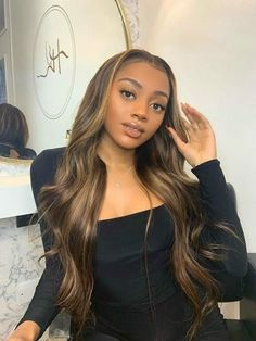 If you love the effortless hairstyles then give this one a try for sure! Give Blow out weave by Indique Hair a try fir sure for the best quality virgin hair! #BlowOuthair #Blowout #Bounceblowout #Blowoutweave #Blowdry Honey Brown Hair, Brown Hair With Highlights, Brown Blonde Hair, Blonde Wig, Light Brown Hair, Short Blonde, Front Highlights, Honey Blonde Highlights, Front Hair Styles