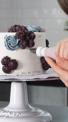 All you need to create all this TEXTURE are a few star piping tips! Click through to learn the three basic piping patterns you need to make this cake. dekorieren Star Tip Cake Decorating Cake Decorating Frosting, Cake Decorating Tutorials, Cookie Decorating, Decorating Cakes, Cupcake Decorating Techniques, Birthday Cake Decorating, Pretty Cakes, Beautiful Cakes, Amazing Cakes