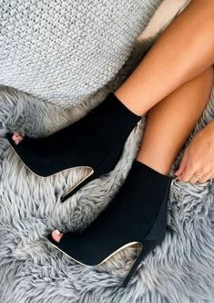 Style Spacez: 26 Heels and Pumps You Must Buy fashion shoes Heeled Boots, Bootie Boots, Shoe Boots, Women's Boots, Ankle Boots, Cute Shoes, Me Too Shoes, Pumps Heels, Shoes Sandals