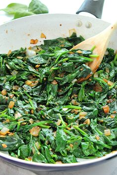 The Best Sauteed Spinach Recipe – fresh spinach sauteed with garlic and onions in olive oil and butter. This easiest and fastest spinach side dish is healthy and low-carb diet friendly. More from my siteHoney Garlic Brussel Sprouts Healthy Side Dishes, Side Dish Recipes, Vegetable Recipes, Vegetarian Recipes, Cooking Recipes, Healthy Recipes, Cooking Hacks, Fast Recipes, Crockpot Recipes
