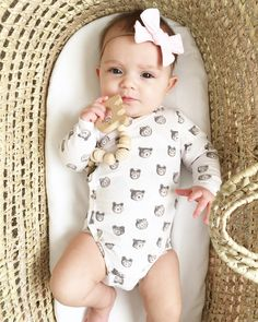 Baby girl stuff, baby bow, H&M outfits baby onesie, baby bear, cuteness H&m Baby, Baby Bows, Baby Onesie, Little Girl Outfits, Baby Boy Outfits, Kids Outfits, Baby Girl Fashion, Kids Fashion, Paris Fashion
