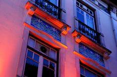 red and blue [Edifício Zúquete, Praça Rodrigues Lobo, Leiria]