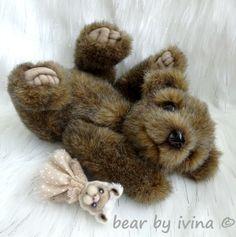 Milujeme zajíčky! - medvídek Belinek:-) Belinek je autorský, ručně šitý medvídek. V sedě měří 19 cm. Je ušitý z hustého německého plyše. Pro pocit realističtější váhy je medvídek kromě dutého vlákna plněn také ocelovými mikrokuličkami. Tlapky má z hebkého sametu a vyšité. Na víčkách jsou dlouhé, zlatohnědé řasy, ale pro hustou kožešinku jsou vidět ... Teddy Bear, Toys, Animals, Activity Toys, Animales, Animaux, Clearance Toys, Teddy Bears, Animal