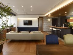 Walnut Floors, Showroom, Flat Screen, Flooring, Interior, Home, Blood Plasma, Indoor, Ad Home