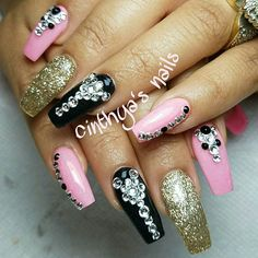 #coffinnails #ballerinanails #pinknails #pink #black #goldnails #24k  #cinthyasnails #ombrenails #badassnails #cutenails #jeffreestar #riri #dope #dopenails #fallnails #glitter #glitternails #fab #fabnails #chromenails #chrome #nailsonfleek #dopenails #nailsonpoint #bestnails