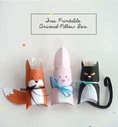 "Free Printable Animal Pillow Box for tiny treats, candies and gifts. Cute stocking stuffers for Christmas gifts or ""nametag"" alternative on birthday gifts (hang from ribbon) also darling for valentines day or for party favors. Kids Crafts, Easter Crafts, Diy And Crafts, Craft Projects, Papier Diy, Toilet Paper Roll Crafts, Ideias Diy, Pillow Box, Cat Pillow"