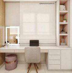 """Home office e penteadeira: Como Montar Um Home Office - 5 Dicas Essenciais! Não sabe por onde começar e fica se perguntando como montar um #homeoffice ? Confira essas 5 dicas! Se você gosta de tons mais claros, e um estilo """"Pinterest""""... Home Office Decor, Office Desk, Home Decor, Furniture, Tiny Home Office, Office Home, Decorative Objects, New Houses, Bedroom"""