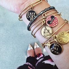 ALEX AND ANI designs & creates bangle bracelets, necklaces, earrings & rings that adorn the body, enlighten the mind & empower the spirit. Skull Fashion, Punk Fashion, Lolita Fashion, Emo Dresses, Party Dresses, Fashion Dresses, Alex And Ani Disney, Estilo Disney, Disney Souvenirs