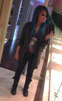 Demi Lovato has blue hair!