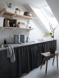 Kitchen Basement Ideas (Basement Kitchenette Bar Pictures & Cost) Kitchen basement is a small kitchen that uses for basic food and beverage. Kitchen basement ideas are gain to popularity; almost every homeowner had it. Small Basement Kitchen, Basement Kitchenette, Small Space Kitchen, Kitchen On A Budget, Small Spaces, Basement Remodel Diy, Kitchen Remodel, Basement Ideas, Small Fridges