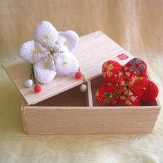 https://flic.kr/p/6QxX6V   Flower gift box 3 - Plum blossoms 1   =Japanese Art Craft=  A plum blossom is a flower which represents the Japanese spring.  It's being little sachets. Have it in your bedroom, fill it with your favorite fragrance, sit and meditate upon it or just display it round your home, whatever you decide it is a nice look to compliment anywhere!  The material is called Chirimen, a special crepe a little heavier than normal fabric used in making Kimono.  *Plum blossom W…