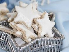 Už nepotrebujete hľadať nič iné: ĎALŠÍCH 15 VIANOČNÝCH RECEPTOV na najlepšie zákusky - Recepty od babky Christmas Cookies, Dishes, Xmas Cookies, Christmas Crack, Christmas Biscuits, Tablewares, Christmas Desserts, Dish, Signs
