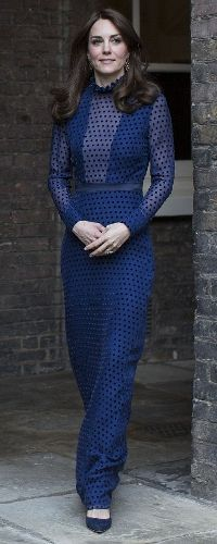 Kate Middleton's Most Romantic Outfits - Kate Middleton Style - APRIL 2016 - In what is one of her more scandalous sartorial moments, Kate wore this blue gown with a plunging neckline to a reception at Kensington Palace, but its sheer polka-dot overlay ma Moda Kate Middleton, Style Kate Middleton, Kate Middleton Outfits, Kate Middleton Photos, Kate Und William, Prince William Et Kate, George Of Cambridge, Duchess Of Cambridge, Looks Chic
