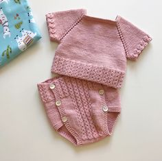 Baby Booties Knitting Pattern, Baby Knitting Patterns, Knit Vest, Baby Cardigan, Baby Barn, Knitting For Kids, Baby Sweaters, Body, Knit Crochet