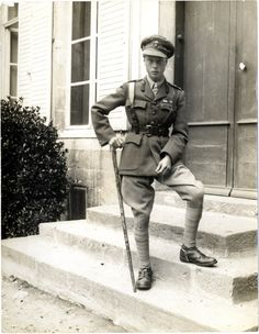Letters reveal Edward VIII felt he did not earn his Military Cross – Royal Central Edward Albert, Edward Viii, Edward Windsor, Military Cross, Reine Victoria, Strange Events, House Of Windsor, Dapper Men, Queen Mary