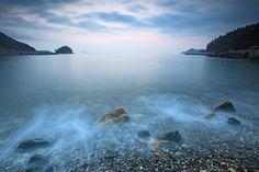 둥근 갯돌과 파도가 부딪혀 만들어내는 시원한 해조음의 하모니 전남 완도 진산리 갯돌해변