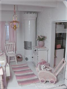 A pink doll house :) Miniature Rooms, Miniature Furniture, Dollhouse Furniture, Tiny Furniture, Diy Dollhouse, Dollhouse Miniatures, Cottage Style Living Room, Baby Doll Nursery, Barbie Doll House