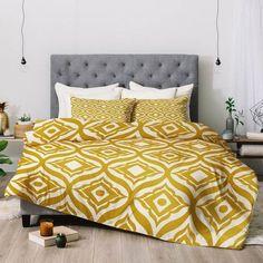 chambre-tete-de-lit-draps-deco-chambre-jaune