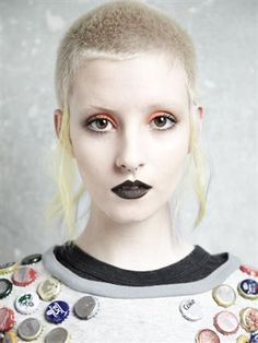 Girls Who Shave Their Heads Creative Hairstyles, Cool Hairstyles, Hair Inspo, Hair Inspiration, Curly Hair Styles, Natural Hair Styles, Skinhead Girl, Skin Head, Black Lipstick