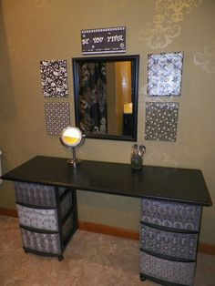 I've been spotting some fantastic DIY vanity mirror recently. Here are 13 ideas of DIY vanity mirror to beautify your room. Home Design, Design Ideas, Makeup Table Vanity, Vanity Ideas, Makeup Vanities, Diy Vanity Table, Mirror Ideas, Diy Table, Craft Tables