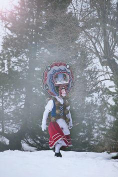 thomas-bichler.de/silvesterchlausen_urnaesch/ A Tribe Called Quest, Fancy Hats, Deities, Folklore, Pagan, Austria, Switzerland, Images, Culture