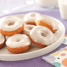 Pennsylvania Dutch Potato Doughnuts Recipe -My relatives have been making these tasty doughnuts for years. The potatoes keep them moist, and the glaze provides just the right amount of sweetness. Pavlova, Donut Recipes, Dessert Recipes, Breakfast Recipes, Healthy Recipes, Potato Doughnuts Recipe, Cheesecakes, Pennsylvania Dutch Recipes, Brownies