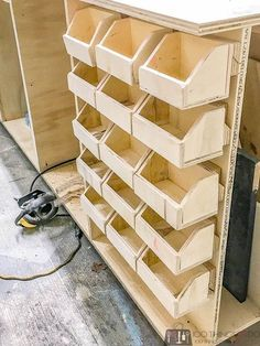 Holzwerkstatt Small parts bins, DIY workshop organization, workshop hacks, bolt bins Buying Petite C Cool Woodworking Projects, Woodworking Furniture, Woodworking Crafts, Woodworking Plans, Woodworking Basics, Woodworking Workshop, Woodworking Supplies, Woodworking Techniques, Tool Storage