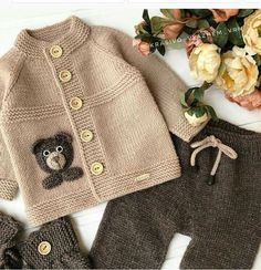 Baby Knitting Patterns, Crochet Patterns, Knitted Baby Cardigan, Moda Emo, Boys Sweaters, Sweater Design, Patch, Baby Boy Outfits, Knit Crochet