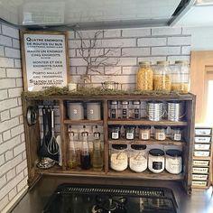 10 Inspiring Modern Kitchen Designs – My Life Spot Kitchen Living, Diy Kitchen, Kitchen Decor, Industrial Kitchen Design, Modern Kitchen Design, Kitchen Storage Boxes, Kitchen Organization, Diy Interior, Kitchen Interior