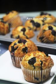 soft chocolate chip blueberry cream streusel muffins with salted butter Blueberry Streusel Muffins, Blueberry Breakfast, Blue Berry Muffins, Breakfast Muffins, Chocolate Chip Recipes, Chocolate Muffins, Muffin Recipes, Brunch Recipes, Simple Muffin Recipe