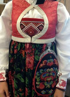 Folk Fashion, Ethnic Fashion, Norwegian Clothing, European Costumes, Folk Clothing, Going Out Of Business, Bridal Crown, Folk Costume, Norway
