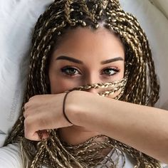 It's been a while since I did not make a protective hairstyle, this time I chose braids. Braids or Box Braids in our English friends have been a great success for a few years. Dread Braids, Afro Braids, Twist Braids, Braids Easy, Havana Twists, Dutch Braids, Hair Inspo, Hair Inspiration, Curly Hair Styles