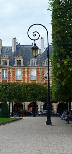 paris streetlamp