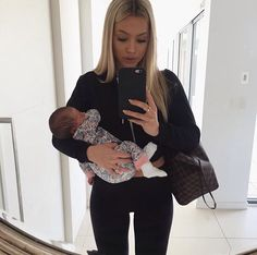 tammy hembrow in black and white sports bra Baby Momma, Baby Kind, Mom And Baby, Baby Love, Tammy Hembrow, Cute Family, Baby Family, Family Goals, Future Mom
